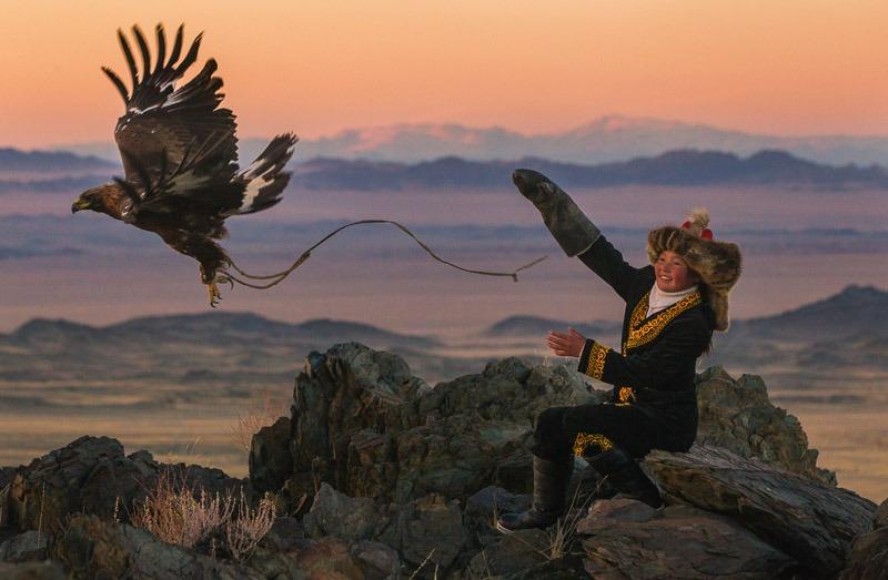 ציידת עיטים קזחית במונגוליה, צילום: אשר סבידנסקי