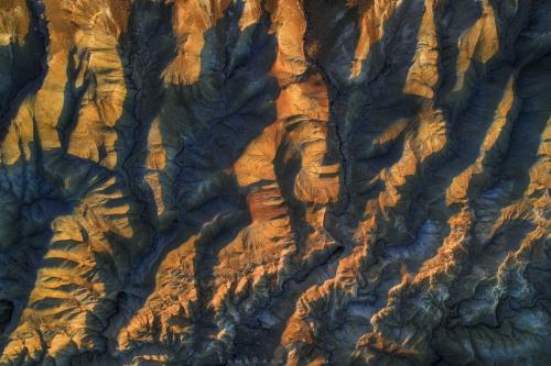 צילום נוף אווירי של של נחל מדברי עם רחפן - תומר רצאבי